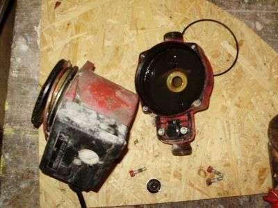 Демонтируем двигатель насоса